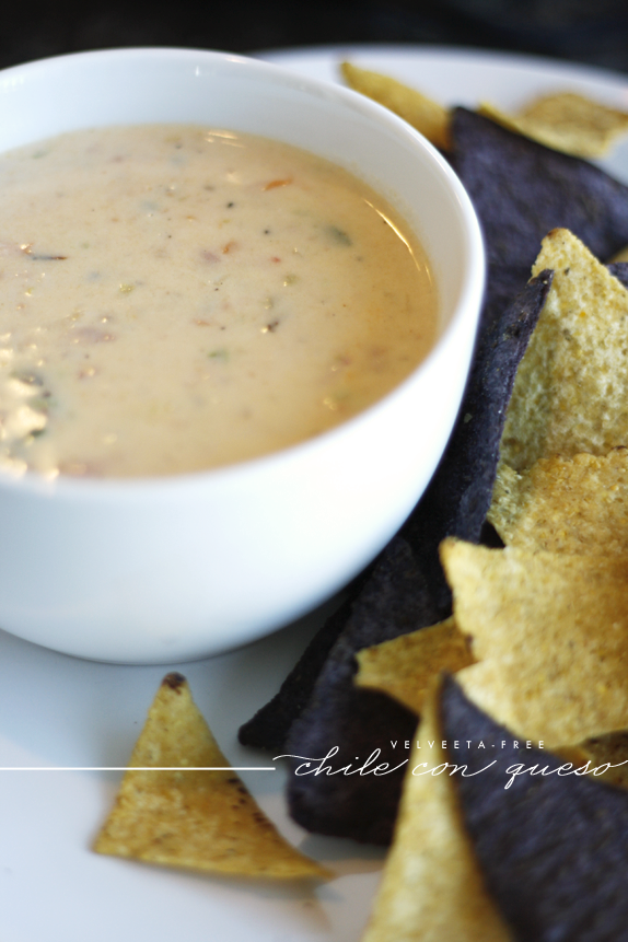velveeta free chile con queso | via vmac+cheese