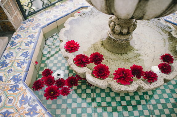 floral design by natalie bowen | photo by delbarr moradi | via vmac+cheese