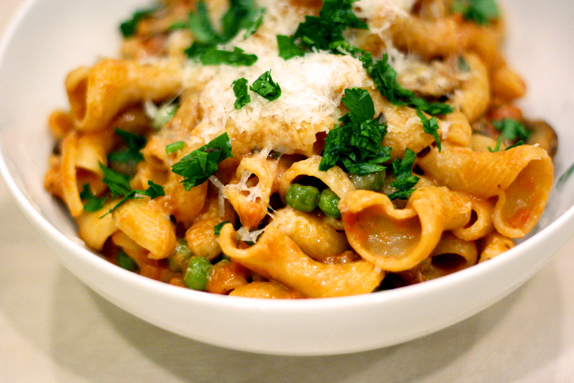 recipe - pasta with porcini tomato cream sauce and pancetta