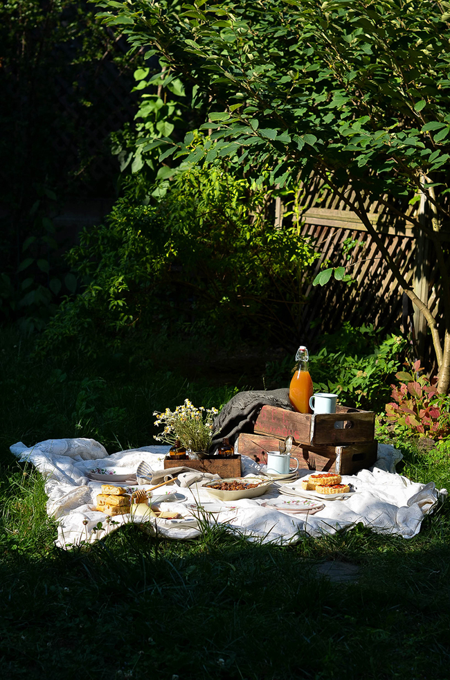 ROSE & IVY ISSUE NO 1 AUTUMN - THE GOLDEN HOUR AUTUMN PICNIC