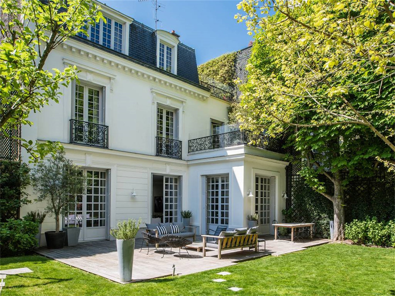 Home in Auteuil, Paris - Exterior