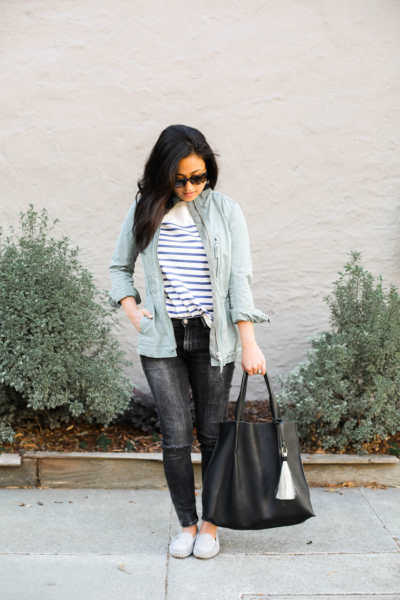 @victoriamstudio weekend uniform | @madewell jacket, @mgemi loafers, @bananarepublic denim, @oliveve tote, @morganesezalory striped tee