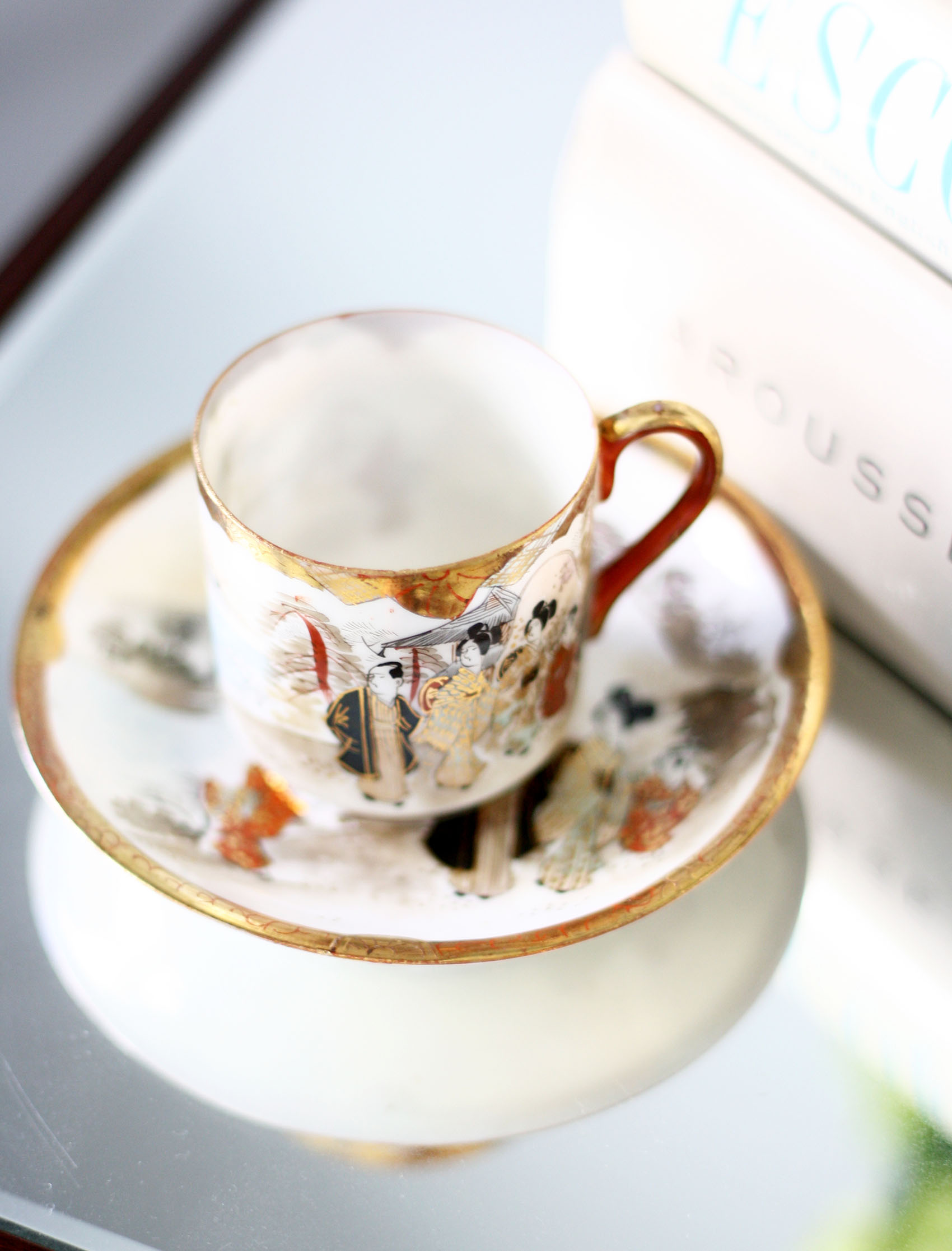 antique demitasse cup, hand painted | via @victoriamstudio