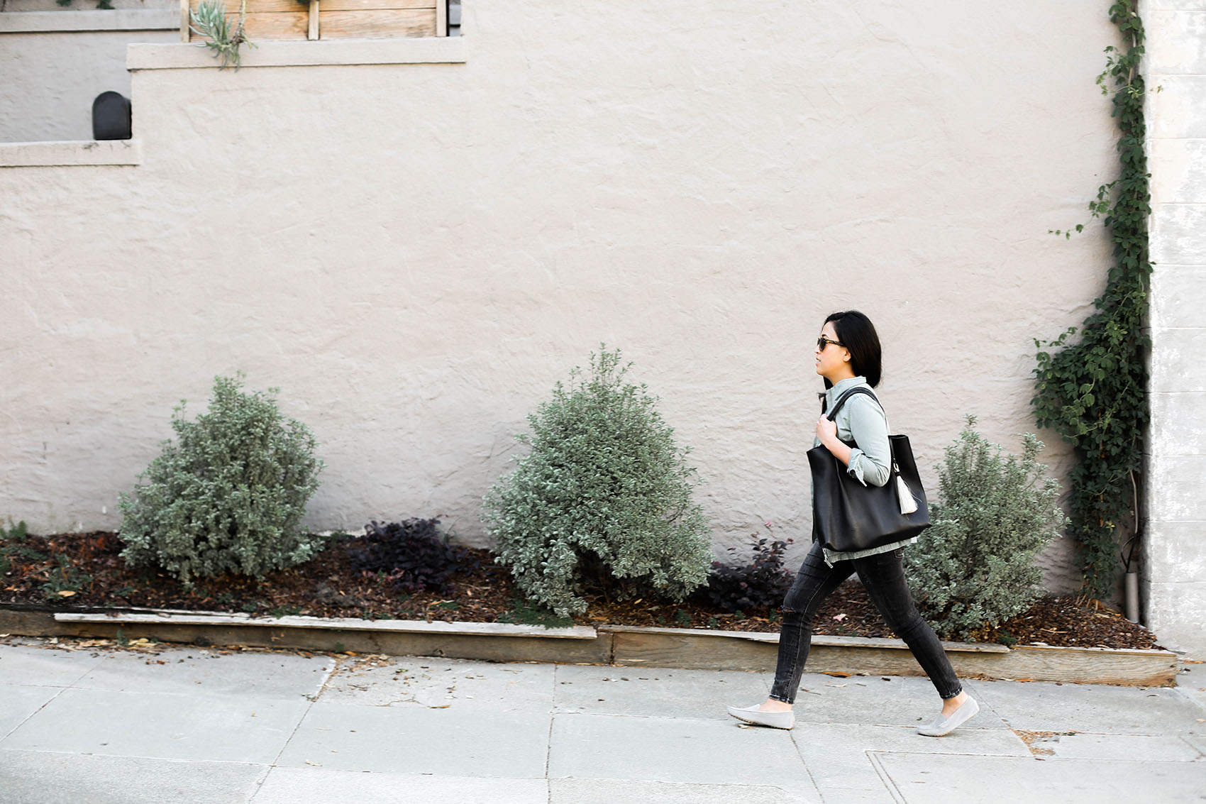 casual farmers market style   jacket from @madewell, tote from @oliveve   via @victoriamstudio