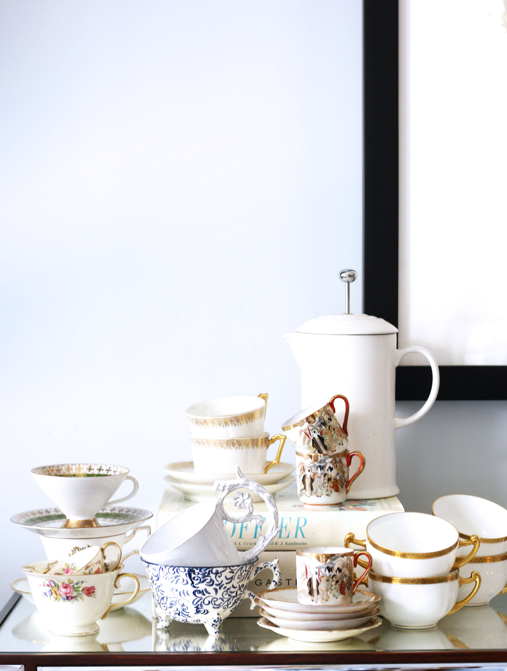collection of vintage tea and coffee cups | via @victoriamstudio