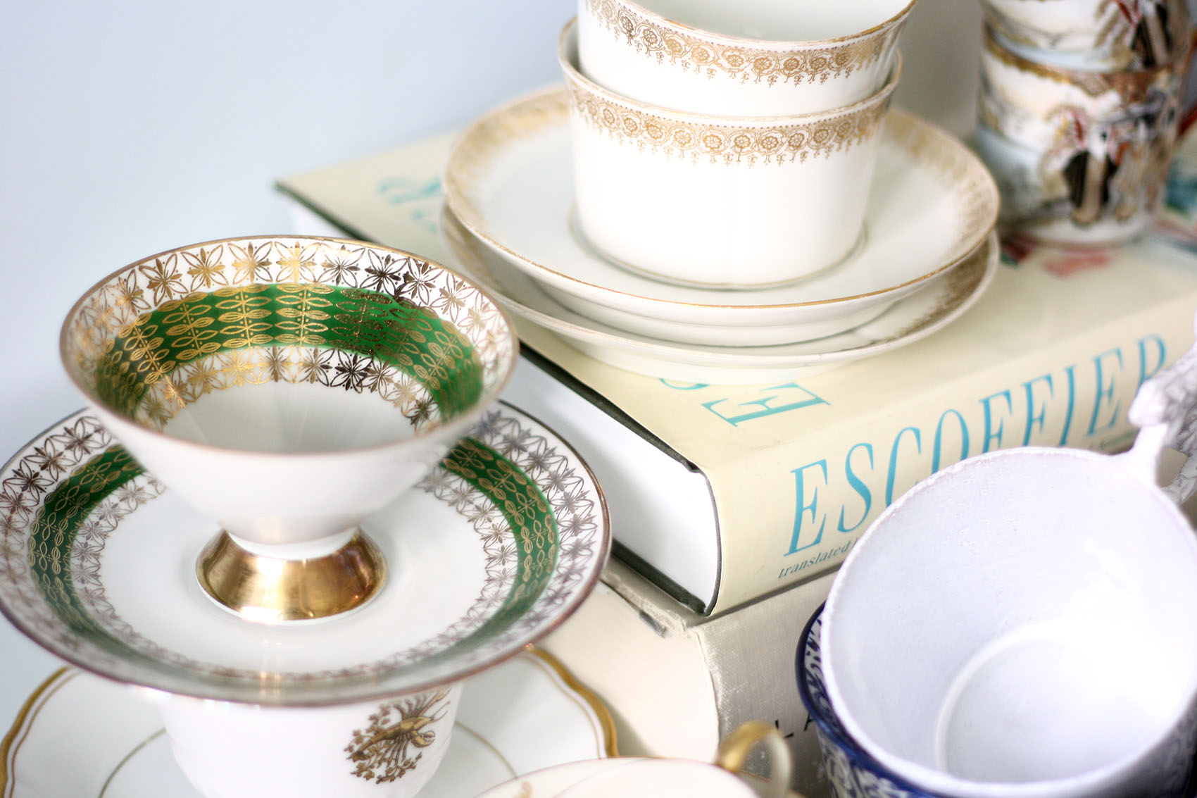 collection of vintage tea cups | via @victoriamstudio